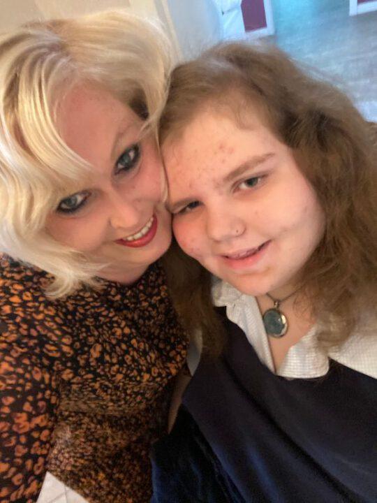 Mutter Claudia mit ihrer Tochter Malena